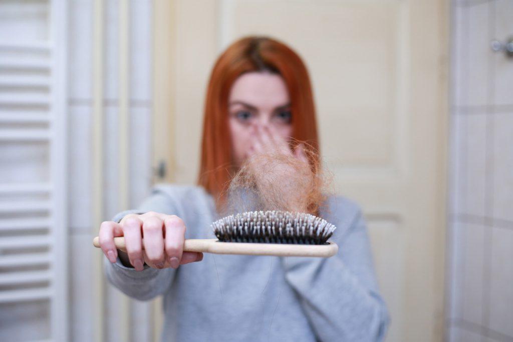 מה הקשר בין ספורט לבין נשירת שיער.